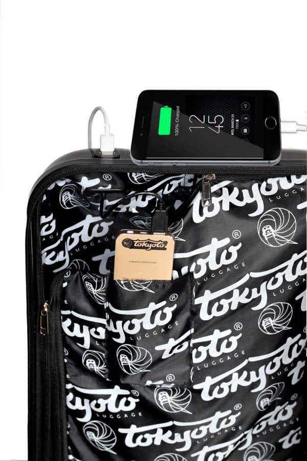 Interior de la maleta con Cargador